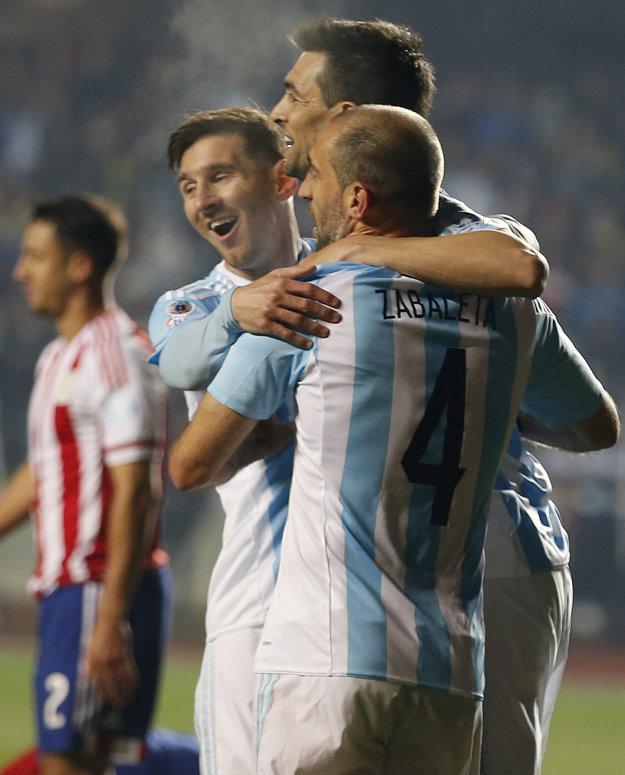 Futbalisti Argentíny zostávajú na čele rebríčka.