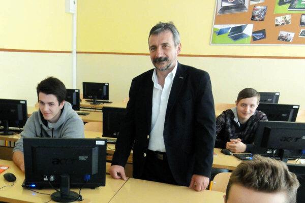 Dušan Husár vymení stoličku riaditeľa strednej školy za post primátora mesta.