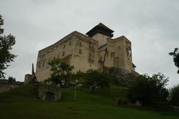 Dnešná podoba hradu je štylizovaná, pôvodný koncom 18. storočia vyhorel.