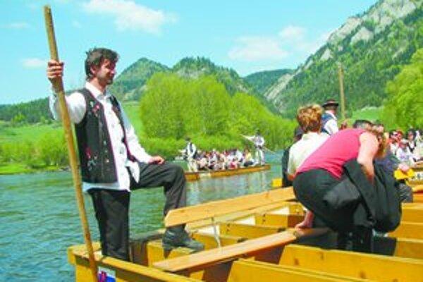 Dovolenkovať na Slovensku bude tento rok menej turistov zo zahraničia ako vlani. Odrádza ich zvýšenie cien pobytov pre silný kurz koruny.