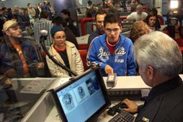 Víza do USA už netreba, stačí vyplniť elektronický formulár a vlastniť pas s biometrickými údajmi. Pohovoru na letisku sa tiež nedá vyhnúť.