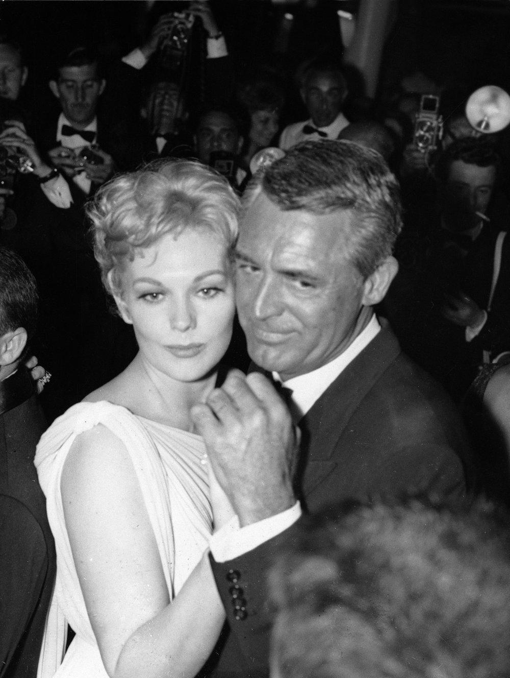 Rok 1959. Herečka Kim Novaková tancuje s  Cary Grantom.