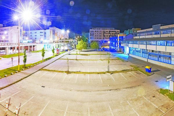 Parkovisko býva v noci a počas víkendov väčšinou prázdne.