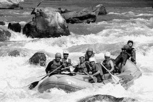 Účastníci extrémnej expedície z juhu Afriky na sever absolvujú niekoľko desiatok kilometrov aj na rafte.
