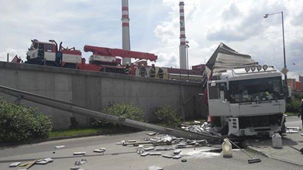 Vyťahovanie kamióna.