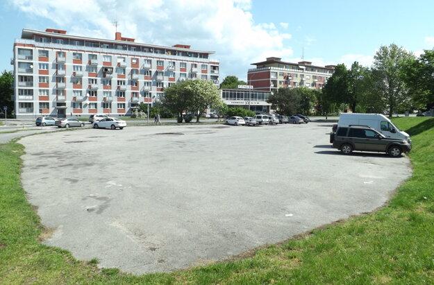 Slovenská pošta tu kedysi chcela stavať budovu.