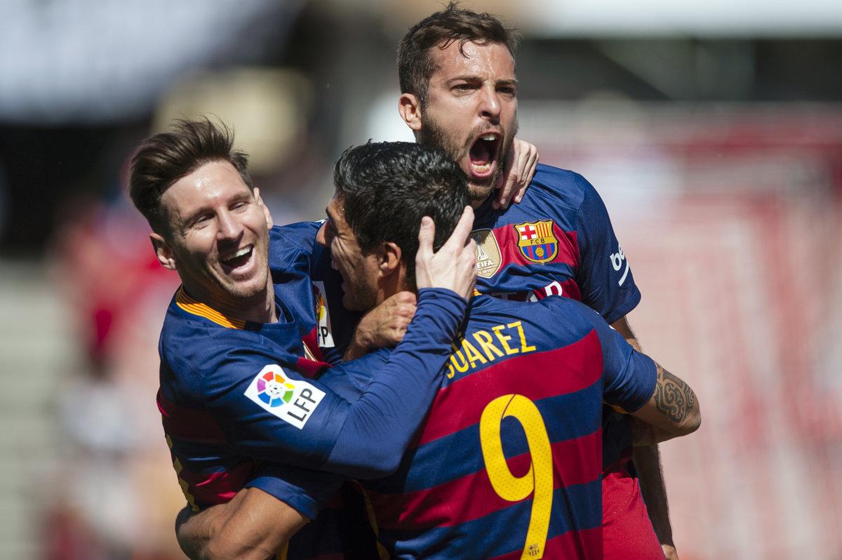 Barcelona obhájila vďaka hetriku Suareza španielsky titul