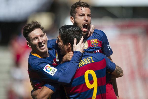 Zľava Lionel Messi, Luis Suarez a Jordi Alba.