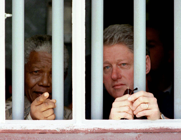Nelson Mandela a Bill Clinton v roku 1998.