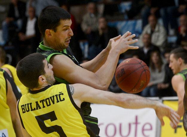 Bulatovič zostáva v žlto-čiernom drese Interu.