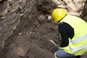 Pri stavbe linky metra narazili na archeologické vykopávky.