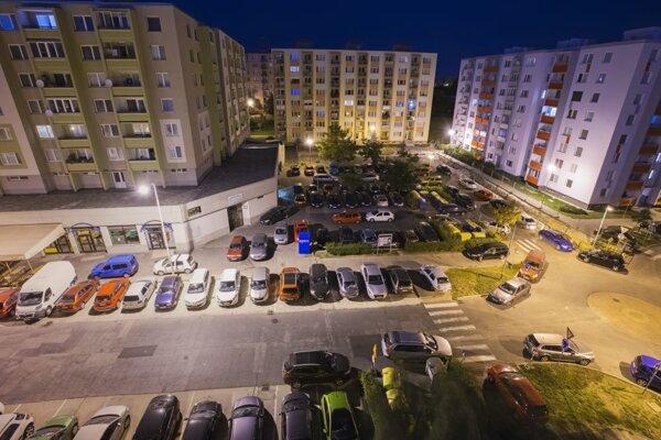 Trnavské sídlisko Na Hlinách má najväčšie problémy s parkovaním.