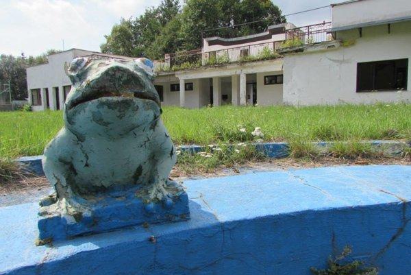 Kedysi navštevované kúpalisko Žabka. Už dlhé roky chátra.