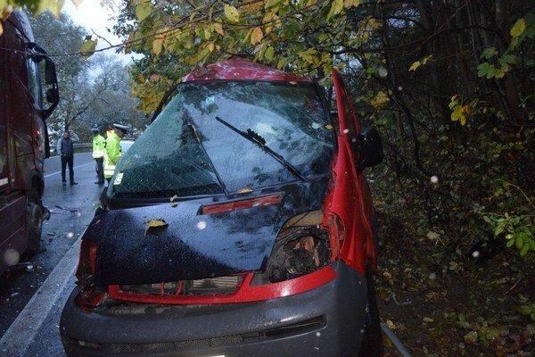 K poslednej vážnej nehode prišlo uplynulý víkend smerom na Donovaly. Vyhasli dve mladé životy.