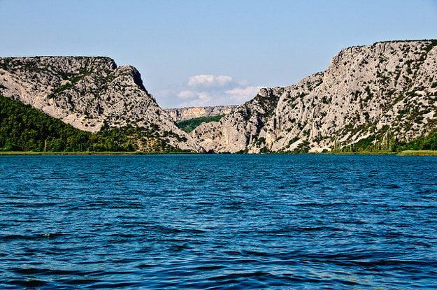 Jazero Visovac v Národnom parku Krka.
