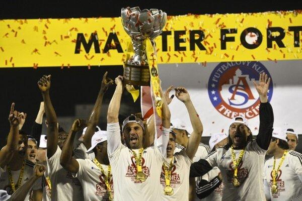 Trenčania opäť mohli zodvihnúť nad hlavy majstrovskú trofej.