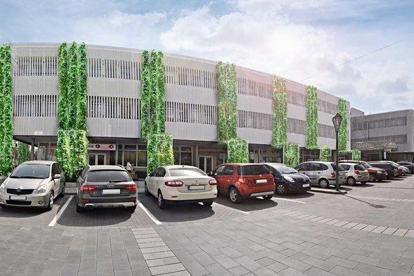 Takto by mala vyzerať zeleň na  budove úradu.