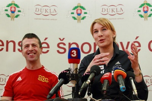 Anastasia Kuzminová s manželom Danielom.