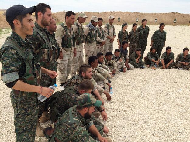 Americkí poradcovia pri výcviku v Sýrii.