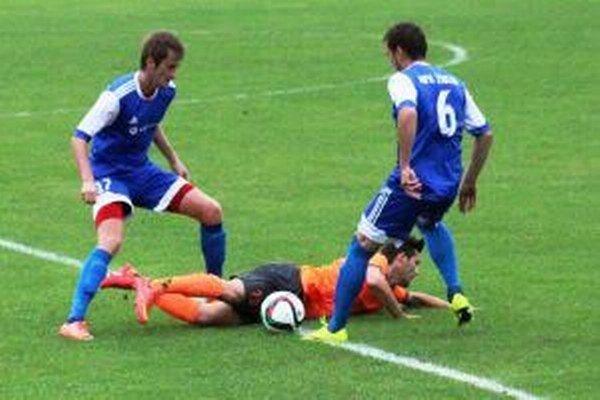 Zvolenčania (v modrom) mali prevahu počas celého zápasu, ale gólovo ju vyjadrili až v 2. polčase.