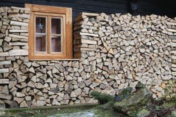 Pri dreve sa človek zohreje viackrát.