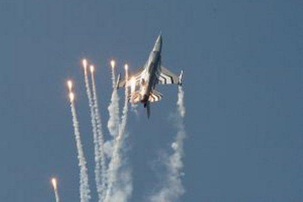 Premiéru mali na Sliači aj dve F-16 Fighting Falcon zBelgicka.