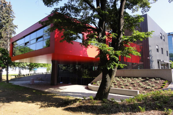 Pavilón hudby stojí na mieste bývalej štvorbytovky.