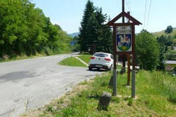 Obec spravuje asi 60 kilometrov ciest.