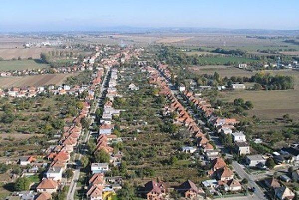 Obec Križovany.