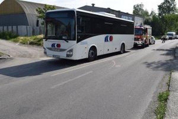 Autobus na mieste havárie.