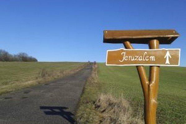 Cesta do časti Jeruzalem, kde sa nachádzajú nové vinohrady.