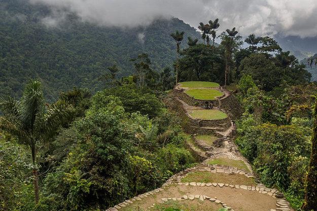 Kamenné terasy uprostred pralesa vzdialene pripomínajú známejšie Machu Picchu.