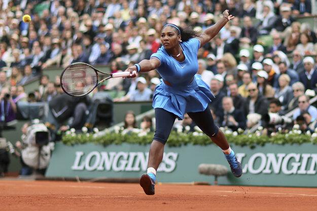 Mladšia zo sestier Williamsových ako prvá stratila podanie vo finále Roland Garros 2016.