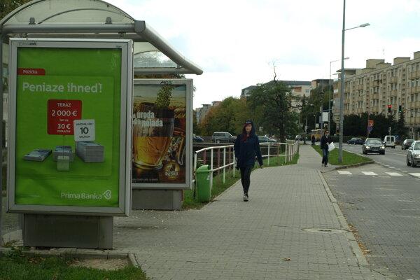 Autobusové zastávky budú mať na starosti  bezdomovci.