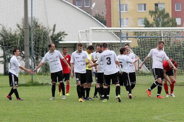 Hráči Veľkých Loviec sa v Nitre tešili až zo štyroch gólov.