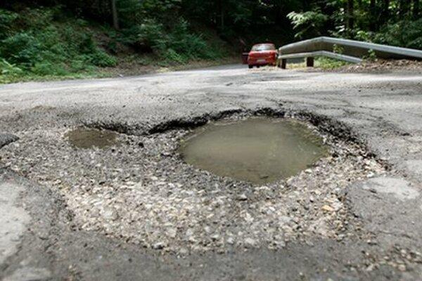 Jedným z problémových úsekov je aj cesta na Španiu Dolinu.