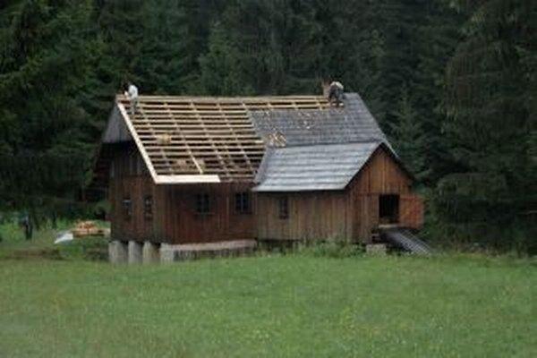 V júli začali v kysuckom skanzene opravy strechy mlyna s pílou.