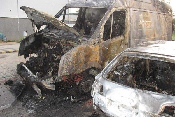Zhorené autá.