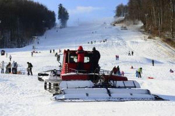 Novela zákona prinesie viacero zmien. Za porušenie pravidiel bude hroziť lyžiarom pokuta.