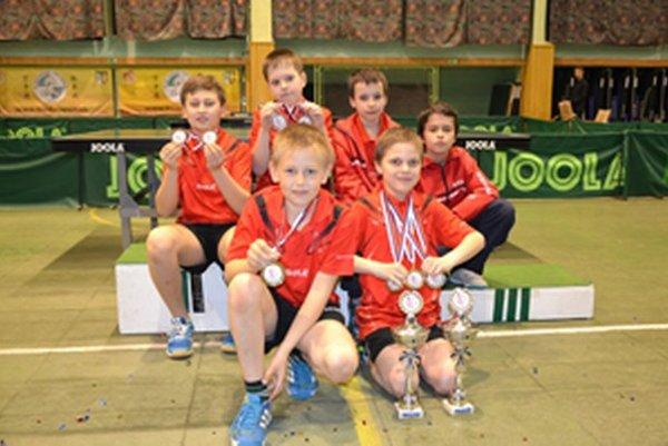 Čadcu reprezentovalo na domácom šampionáte šesť mladých stolných tenistov.