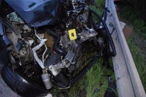 Dnes nadránom, presne o 1.30 hodine, sa stala na ceste prvej triedy  I/11 v obci Povina tragická dopravná nehoda.