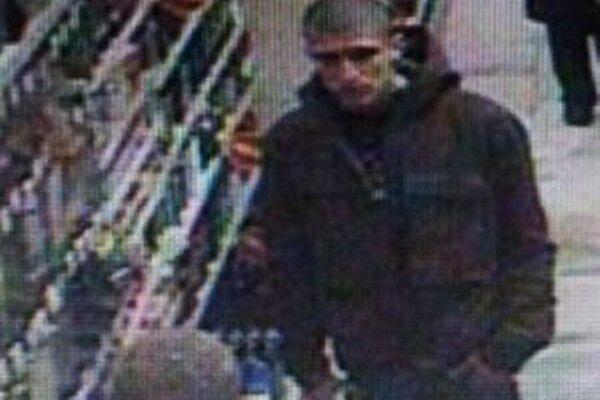 Polícia žiada o pomoc pri stotožnení neznámej osoby, ktorú zachytil v žilinskom obchodnom dome kamerový systém.