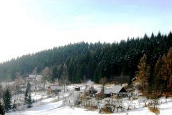K zaujímavým patrí na Kysuciach Jurinovská kopanica. Žijú tam len dvaja obyvatelia