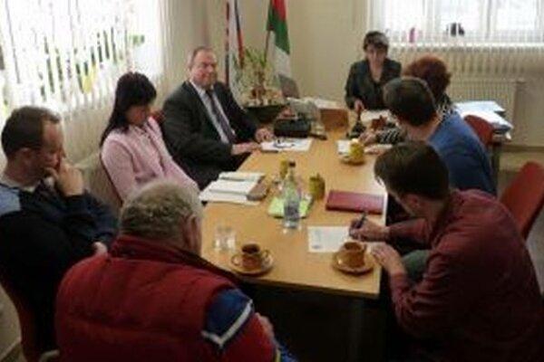 Na zasadnutie Mikroregiónu Kysucký triangel, ktoré sa v uplynulých dňoch uskutočnilo v Skalitom, prišli starostovia združených obcí.