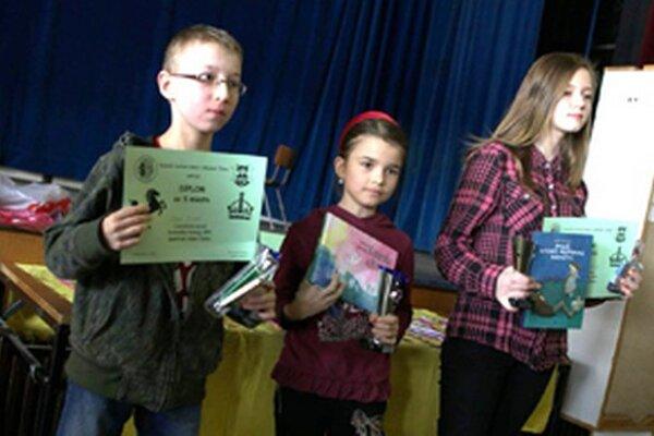 Deti si domov odniesli víťazné poháre, diplomy, vecné ceny a mnoho pekných zážitkov spoza šachovnice.