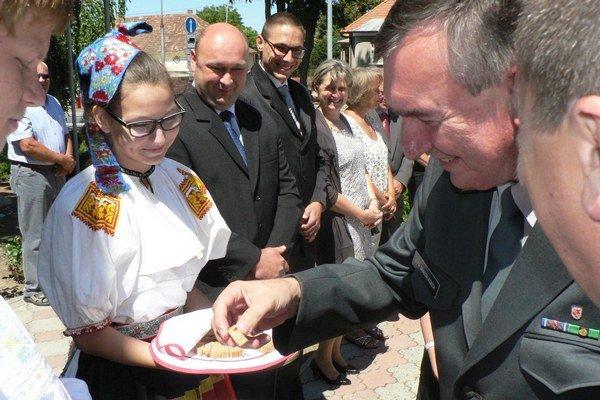 Potomka rodu Grassalkovich privítali chlebom a soľou.