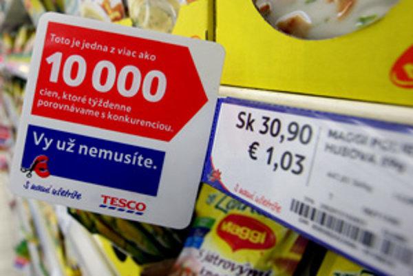 Ak nakupujete v niektorej z predajní reťazca Tesco, na cenovkách si prečítate aj to, koľko stál ten – ktorý tovar u konkurencie.
