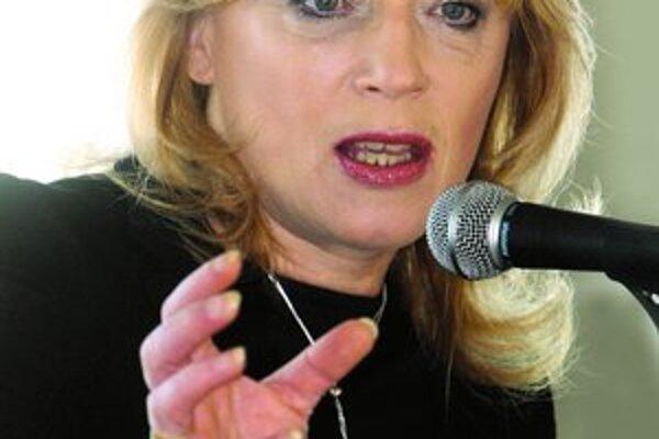 Profesorka sociológie Iveta Radičová predstavila svoje vízie kandidátky na slovenskú prezidentku na palube lode s množstvom cudzích a ťažkopádnych slov.