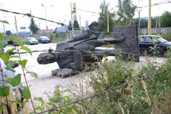 Bronzová socha Ľudovíta Štúra zatiaľ odpočíva v depozite v areáli žilinského dopravného podniku. Podľa mesta sa má vrátiť na pôvodné miesto na Štúrovo námestie. Namiesto parku tam však vyrastá nákupné centrum Aupark.
