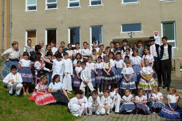 Do školy prišla takmer polovica detí v krojoch.